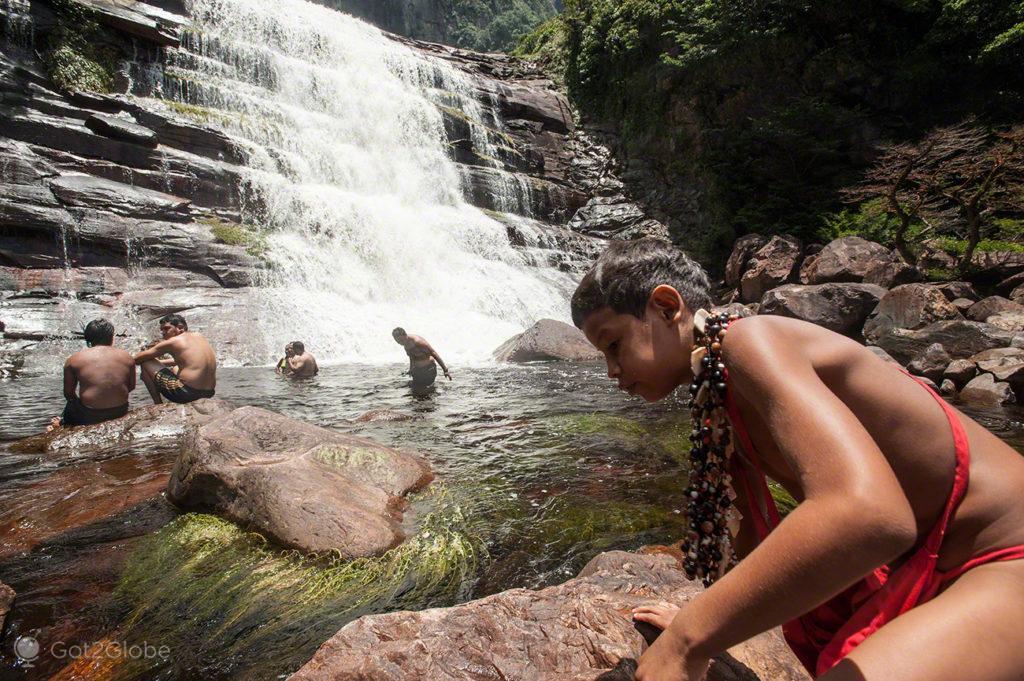 De pedra em pedra, Salto Angel, Rio que cai do ceu, Angel Falls, PN Canaima, Venezuela