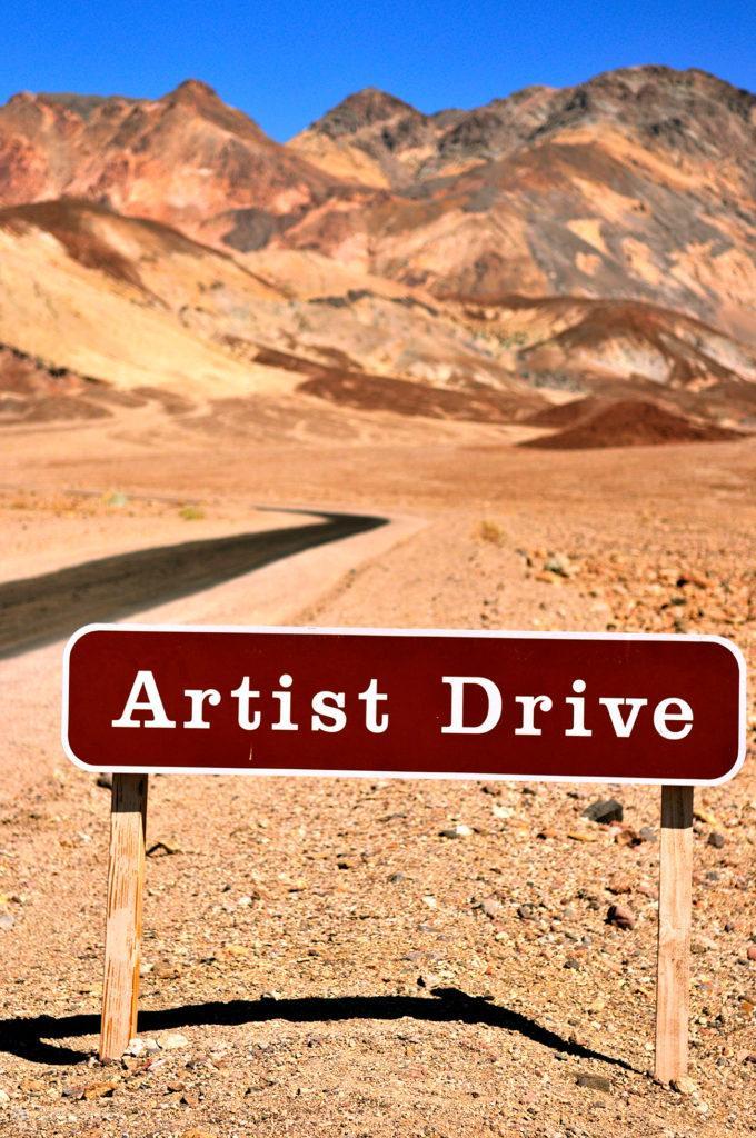Placa da estrada Artist Drive, Vale da Morte, Califórnia, Estados Unidos da América