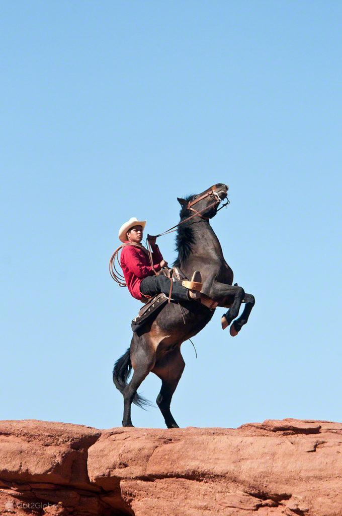 Adrien cowboy Navajo, Monument Valley, Nacao Navajo, Estados unidos