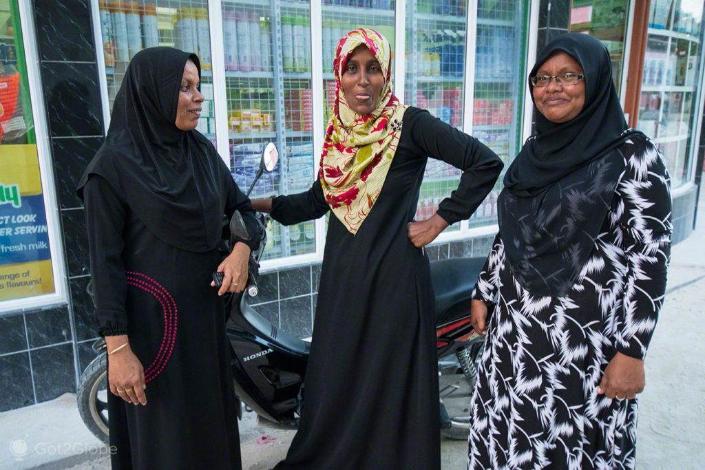 Três amigas de Maamigli, Cruzeiro Princess Yasawa, Maldivas