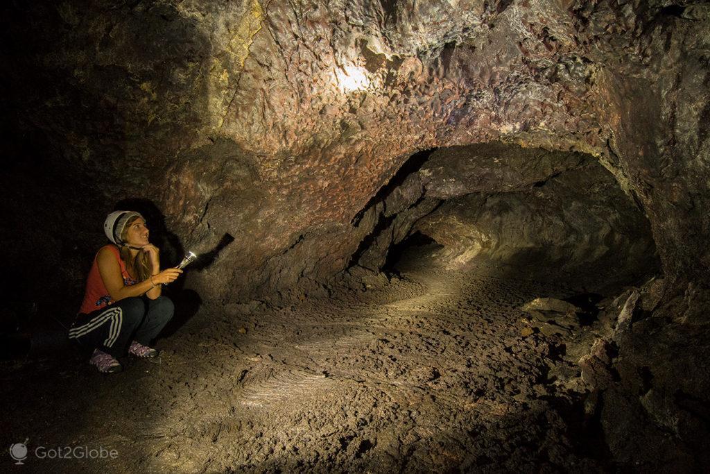 Túnel de Lava, Ilha do Pico, Montanha Vulcão Açores, aos Pés do Atlântico