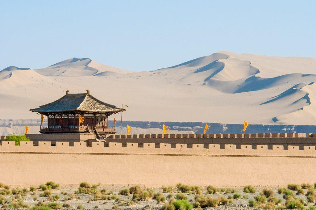 Muralha da fortaleza do desfiladeiro de Yumenguan, Dunhuang, China
