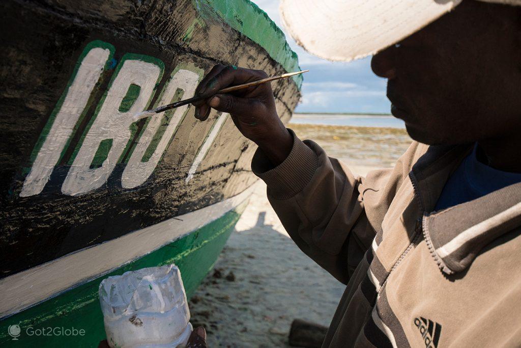 Pintura de dhow na ilha Ibo, Moçambique