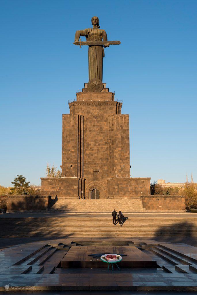 Estátua Mãe-Arménia, Erevan, Arménia