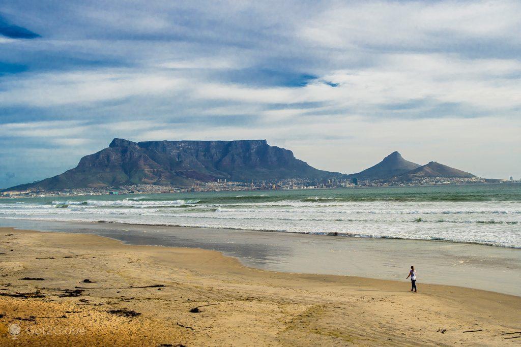 Montanha da Mesa vista da Table Tay, Cidade do Cabo, África do Sul