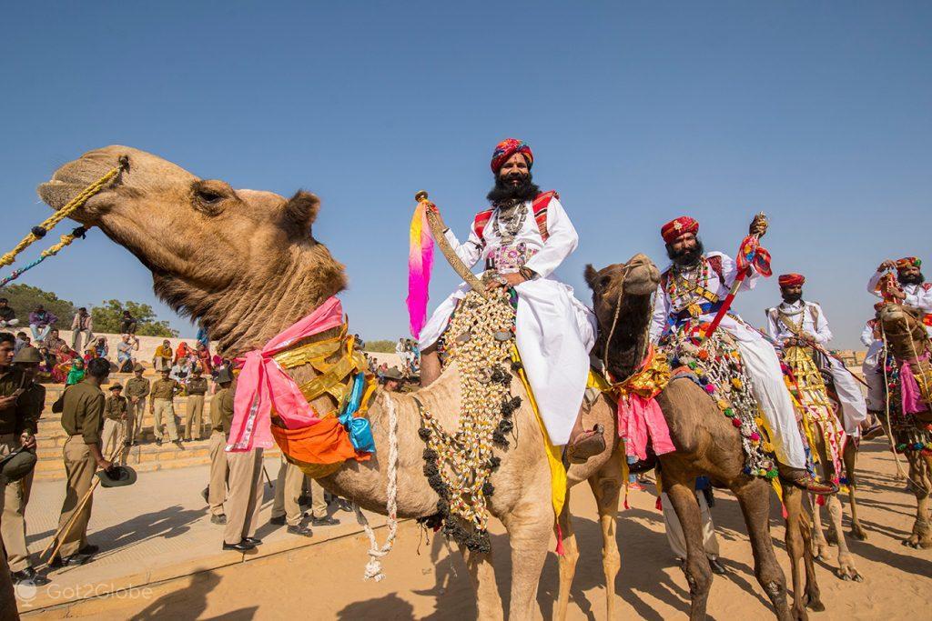 Concorrente à competição de Mr. Bigode, Festival do Deserto, Jaisalmer, Rajastão, Índia