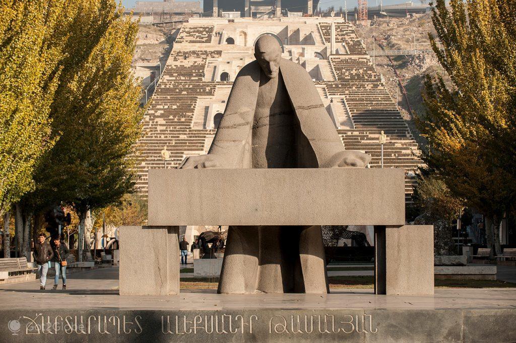 monumento a Alexander Tamanian, Erevan, Arménia