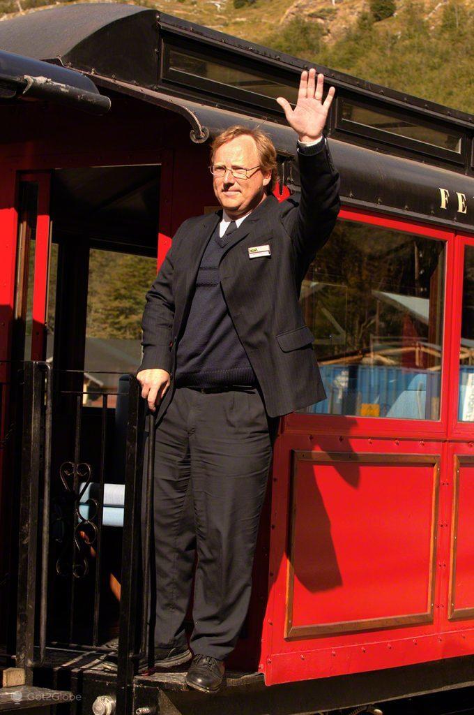 Funcionário da estação do Tren do Fin del Mundo, Ushuaia, Argentina
