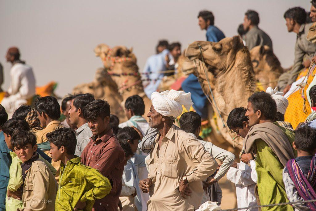 Espectadores das corridas de Camelos, Festival do Deserto, Sam Sam Dunes, Rajastão, Índia