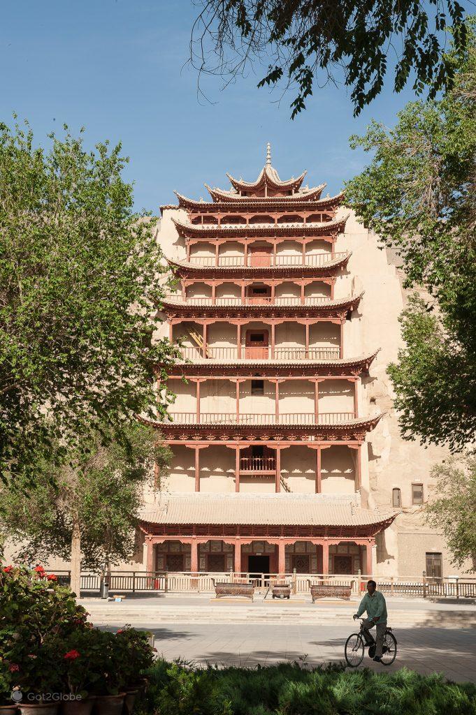 Pórtico das Grutas de Mogas em Dunhuang, China