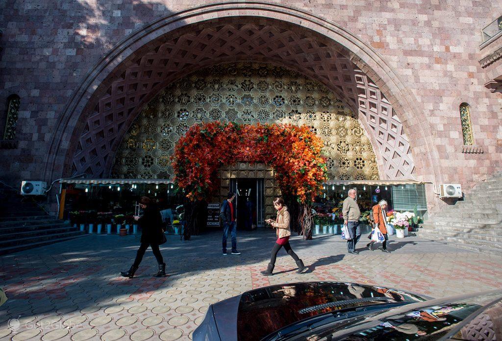Entrada de centro comercial, Erevan, Arménia