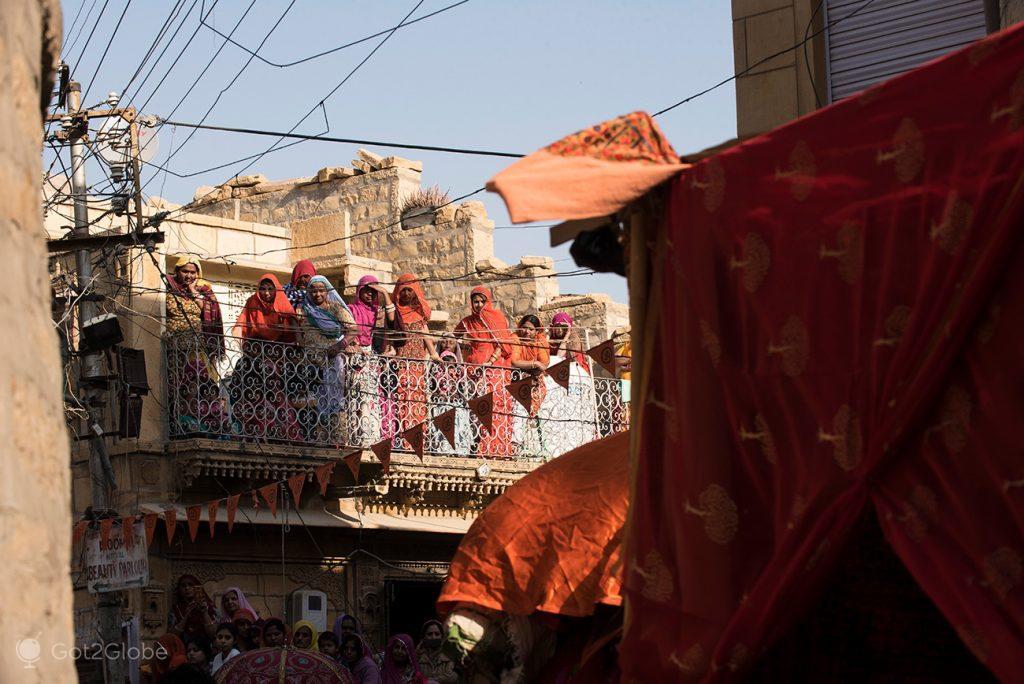 Espectadores do Festival do Deserto de Jaisalmer, Rajastão, Índia
