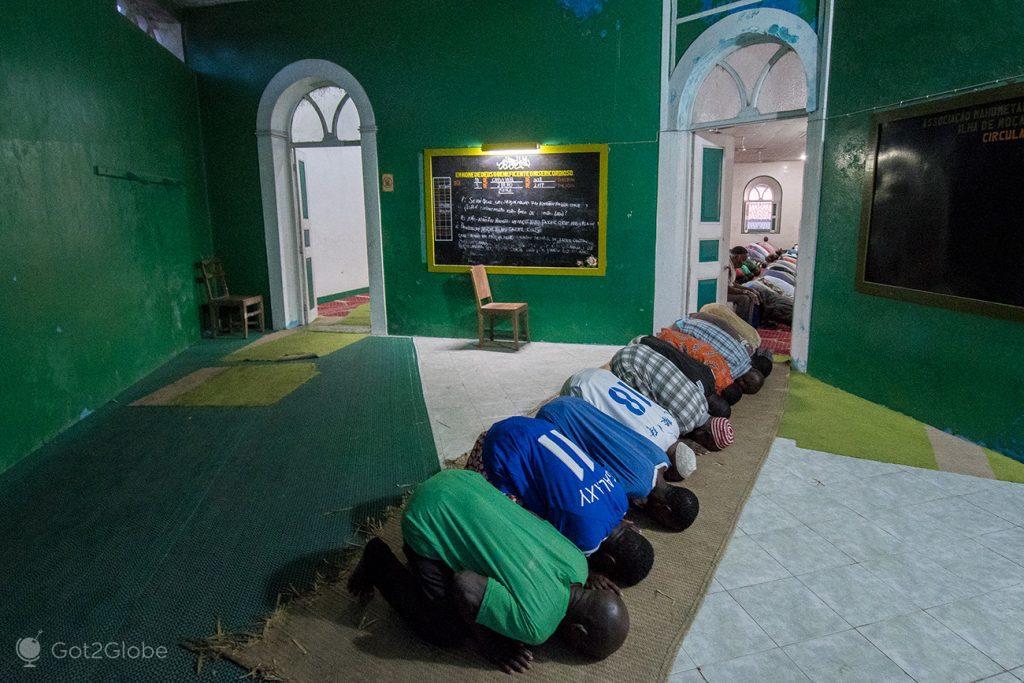 Crentes muçulmanos na ilha de Moçambique