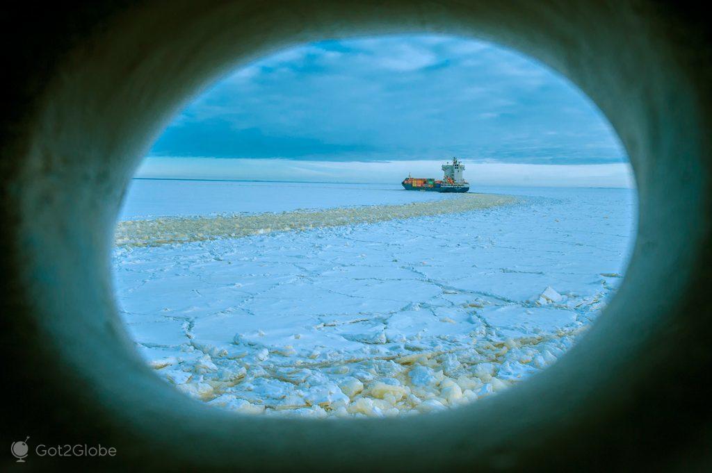 Cargueiro no Golfo de Bótnia, Finlândia