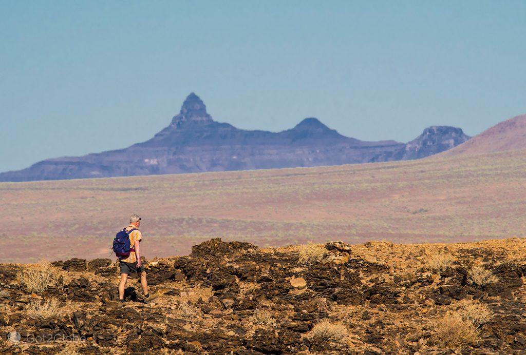 Visitante no Fish River Canyon, Namíbia