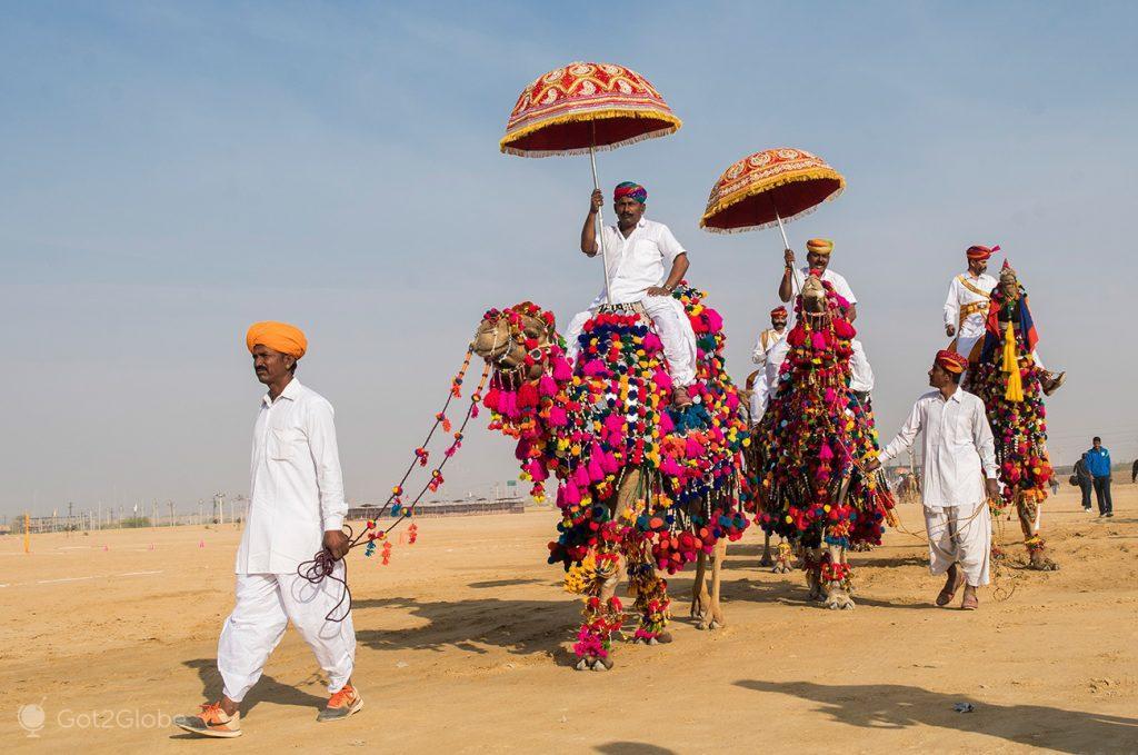 Exibição de rajputs, Festival do Deserto de Jaisalmer, Rajastão, Índia