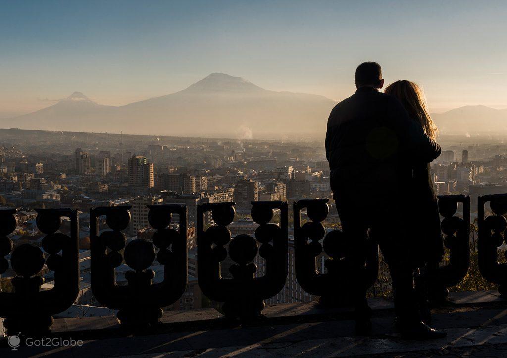 Casal no Parque da Vitória, Erevan, Arménia
