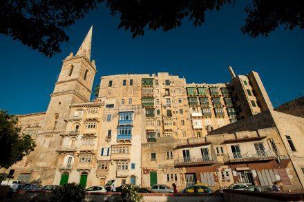 Um dos prédios mais altos de Valletta, Malta