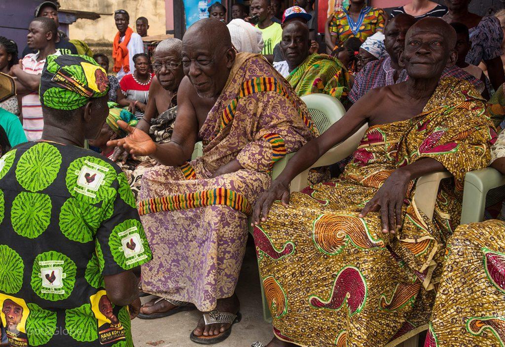 Chefe ancião e súbdito, festival Fetu Afahye, Acra, Gana