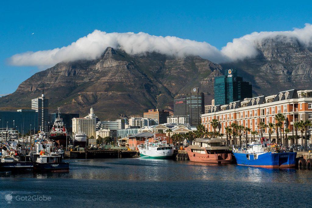 Montanha da Mesa vista da Waterfront, Cidade do Cabo, África do Sul