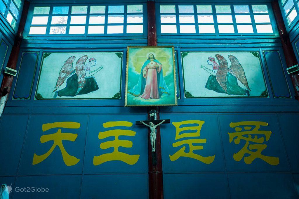 Altar de igreja católica de Dali, Yunnan, China