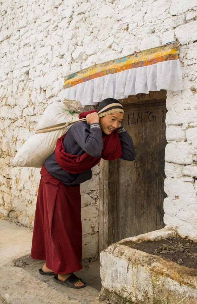 Monja no convento de Ani, Anurachal Pradesh, Índia