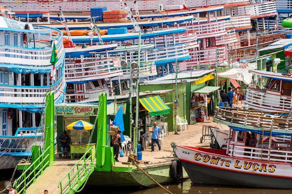 Barcos ancorados em Manaus, Brasil
