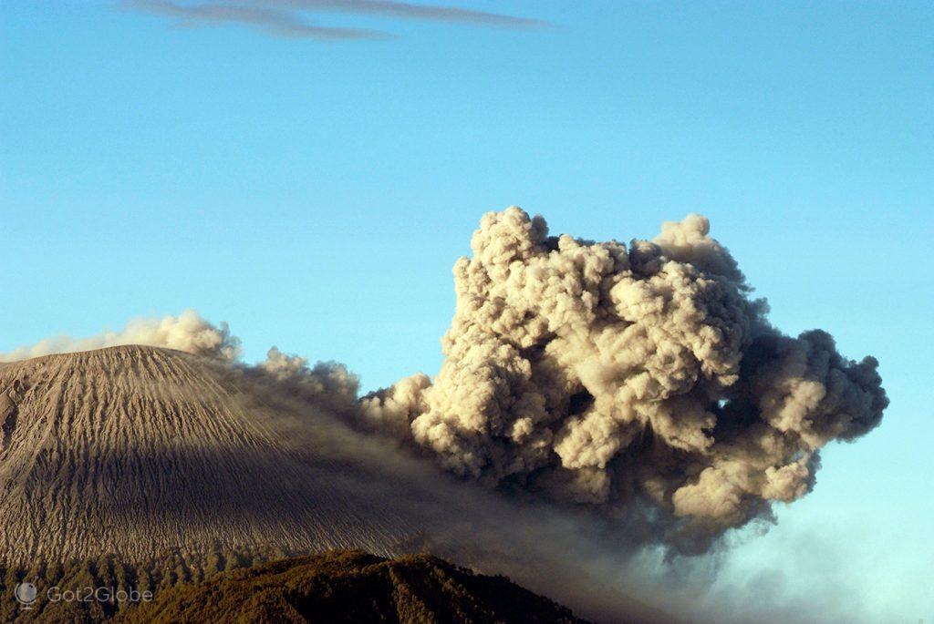 Erupção do vulcão Semeru, Java, Indonésia