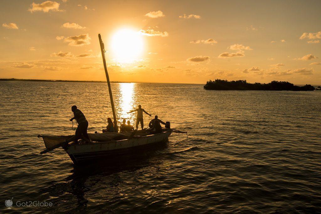 Dhow prestes a ancorar na Ilha Ibo, Quirimbas, Moçambique