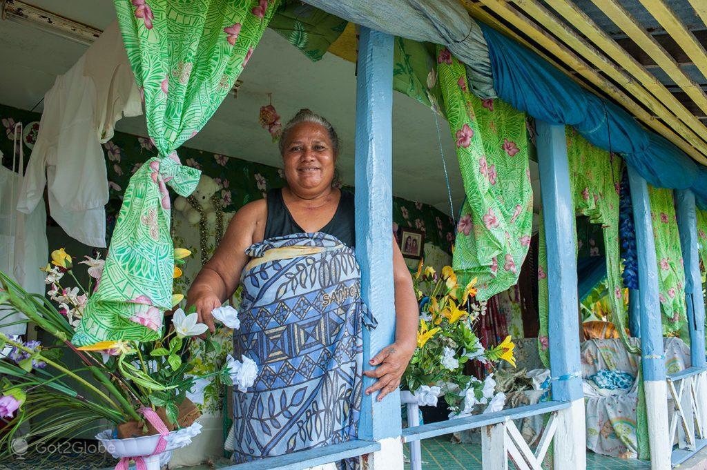 Moradora obesa de Tupola Tapaau, uma pequena ilha de Samoa Ocidental.