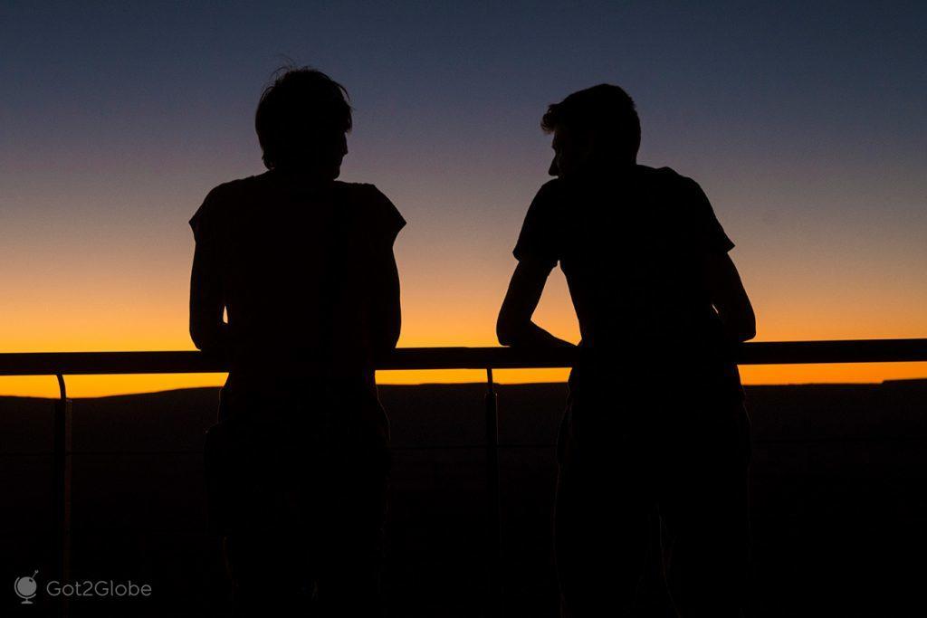 Silhuetas de visitantes do Fish River Canyon, Namíbia
