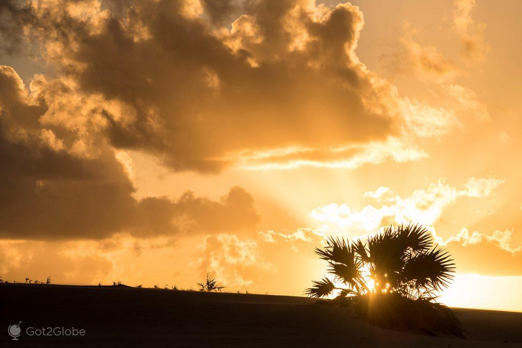 Sol põe-se a oriente de Bazaruto, Moçambique