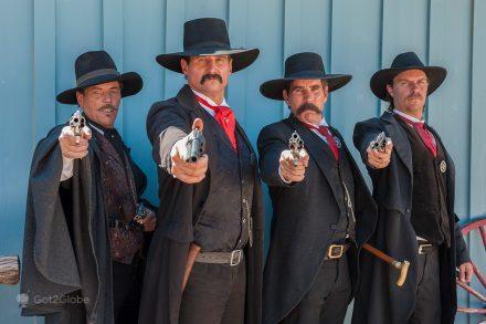 Sósias dos irmãos Earp e amigo Doc Holliday em Tombstone, Estados Unidos da América