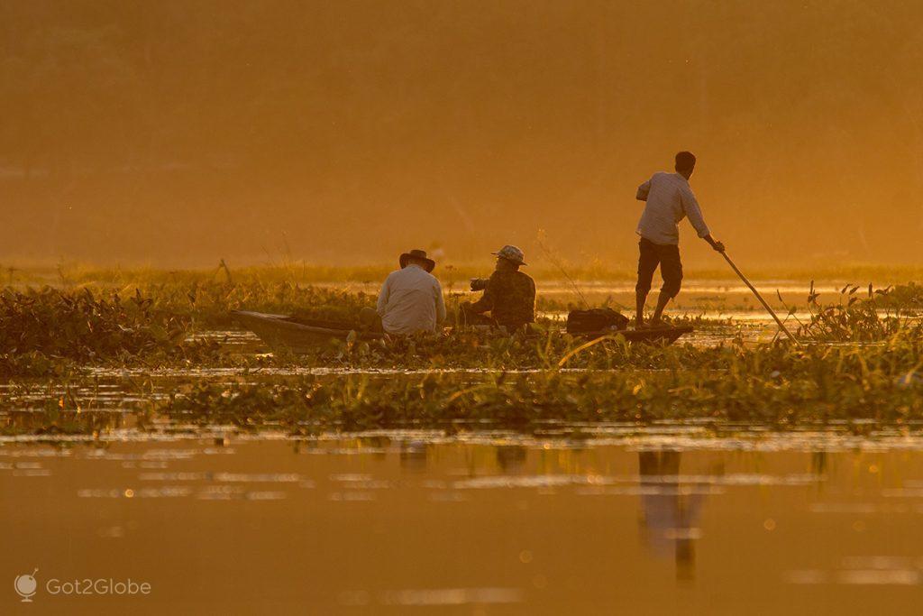 Fotógrafos na barragem do rio Teesta, em Gajoldoba, Índia