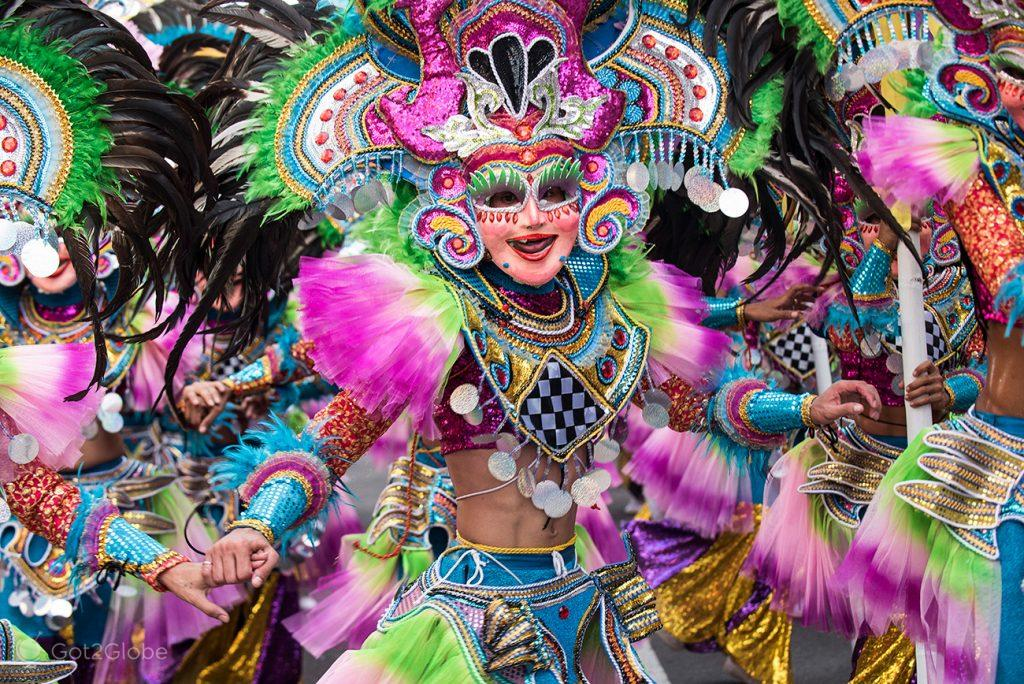 Dançarino do festival MassKara, Bacolod, Filipinas