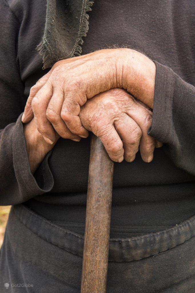 Mãos e cajado rurais, Castro Laboreiro, Portugal