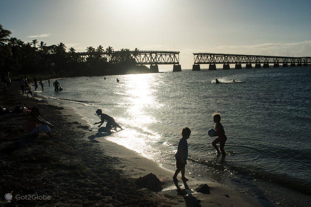 praia do Bahia Honda National Park, com a antiga linha do caminho de ferro, Florida Keys, Estados Unidos da América