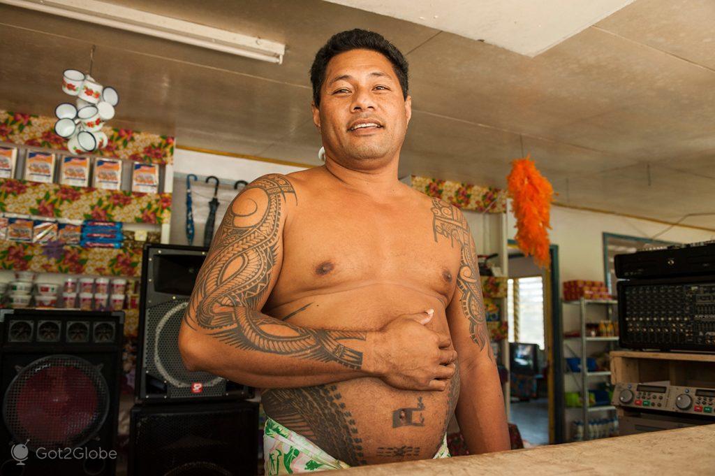Dono de uma loja da ilha de Upolu, Samoa Ocidental