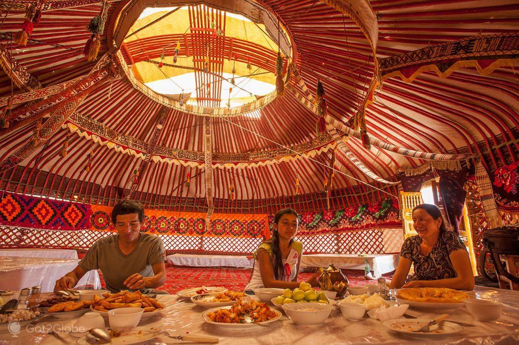 Almoço em iurta de Ayaz Kala, Usbequistão