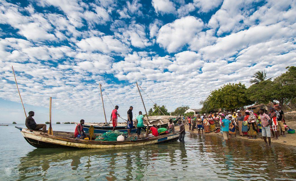 Pescadores e compradores de peixe, ilha Ibo, Quirimbas, Moçambique