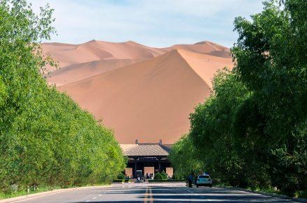 Entrada para a Cidade das Areias de Dunhuang, China