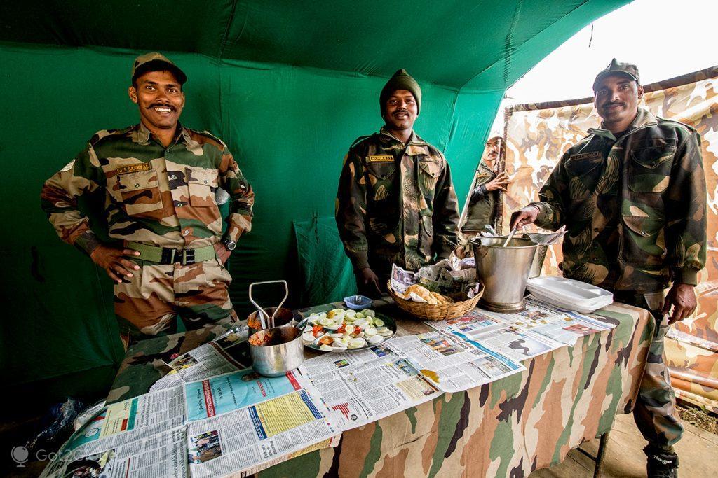 Soldados indianos em Tawang, Arunachal Pradesh, Índia