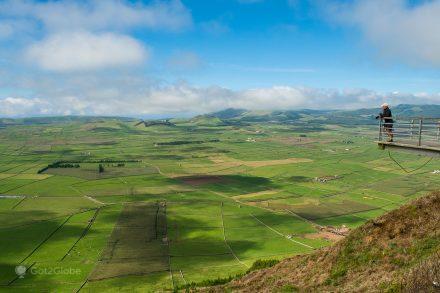 Miradouro da Serra do Cume revela o cenário de minifúndios impressionante da ilha Terceira, Açores