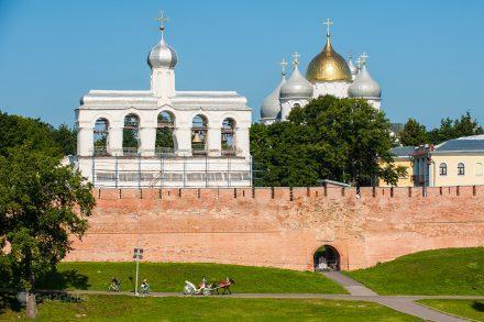 muralha da fortaleza de Novgorod e da Catedral Ortodoxa de Santa Sofia, Rússia