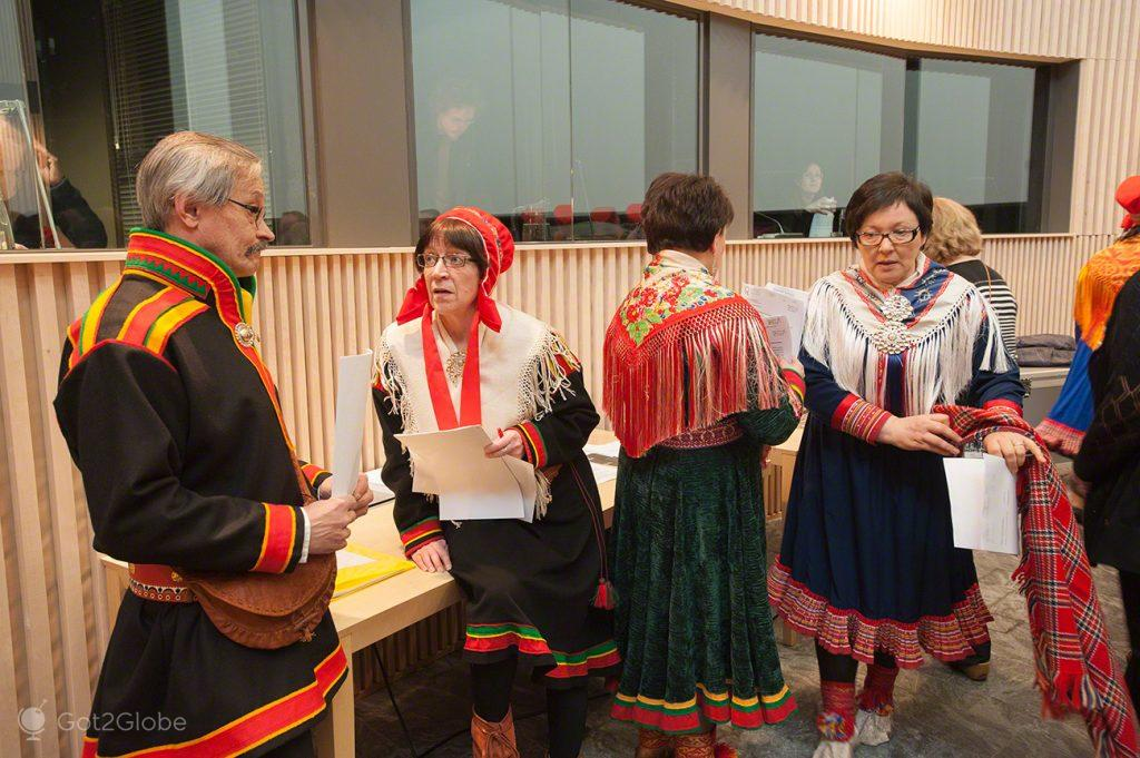 Conversa entre fotocópias, Inari, Parlamento Babel da Nação Sami Lapónia, Finlândia