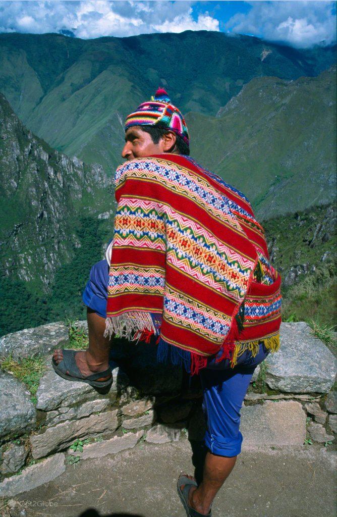 Em trajes quechuas