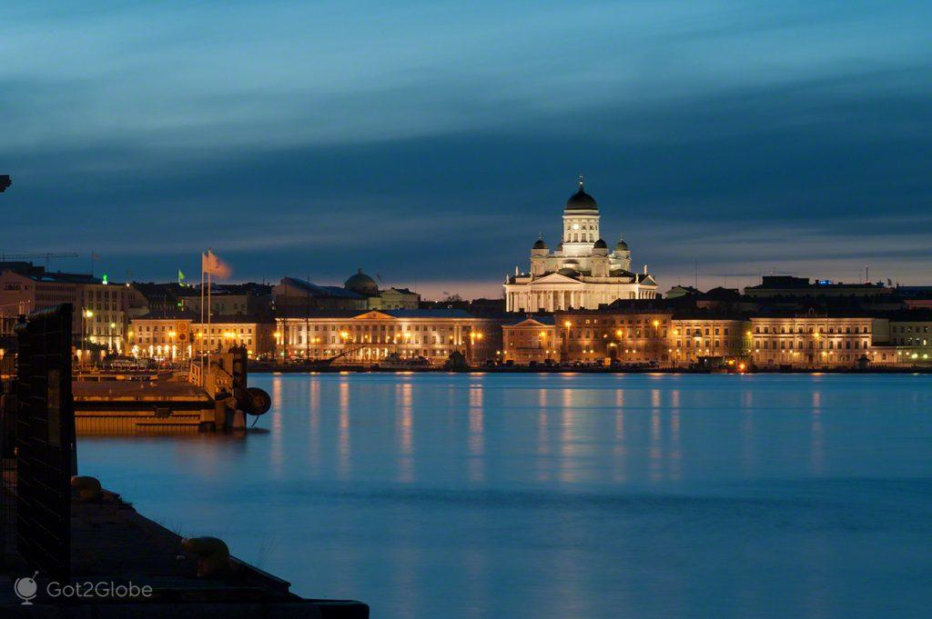 Helsínquia iluminada