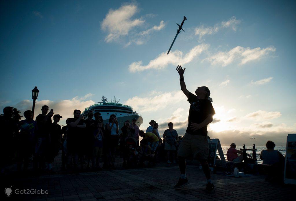 Saltimbanco engolidor de espadas, Key West, Flórida, Estados Unidos