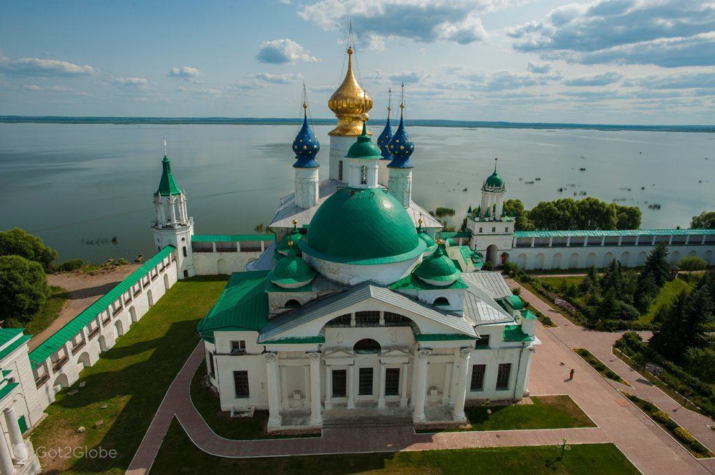 Edifício do Mosteiro de Santo Jacob o Salvador e Lago Nero, Rostov, Rússia