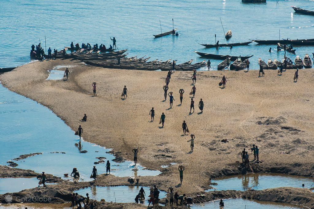 Extracção de pedras do rio Dawki, Bangladesh